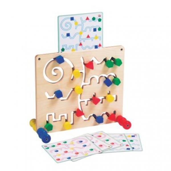 Детская развивающая игра стенд с цветными геометрическими фигурами