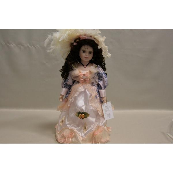 Фарфоровая кукла Valeria