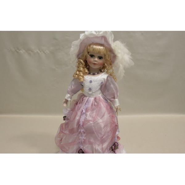 Фарфоровая кукла Paige