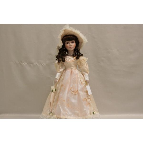 Фарфоровая кукла Nora
