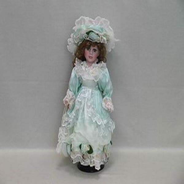 Фарфоровая кукла Genesis